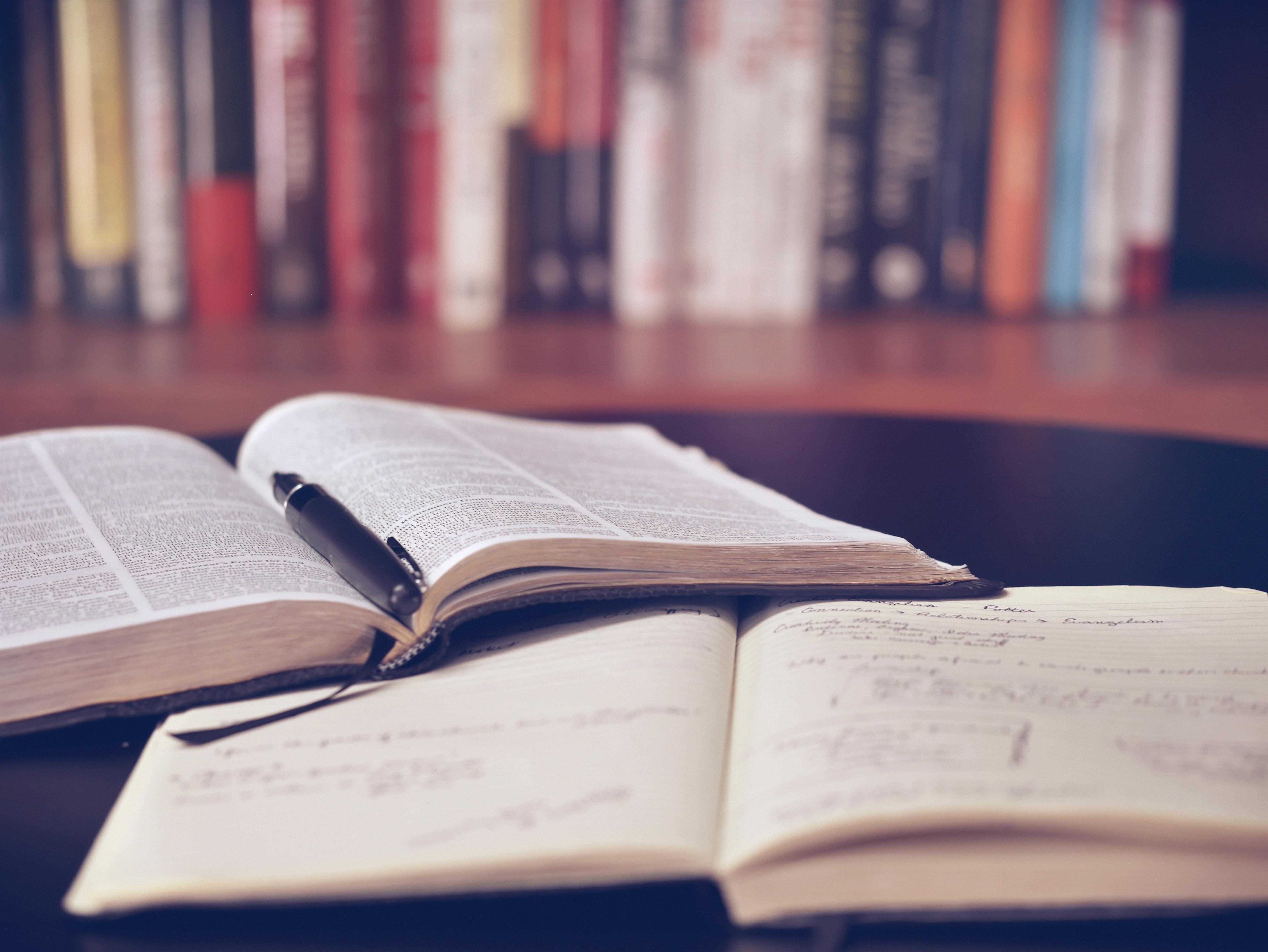 Kluby literackie