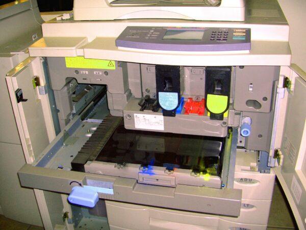 HP laser mfp 135w – toner oryginalny czy zamiennik